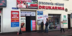 Wieśniacka reklama na fasadach w Bochni